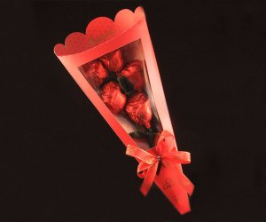 CHOCOLATE LEITE BUQUE C/5 ROSAS 125g
