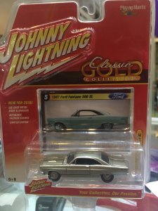 Johnny Lightning Classic Gold Wave - 1967 Ford Fairlane 500 XL