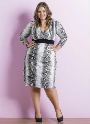 Vestido Decote V Estampa de Cobra Plus Size